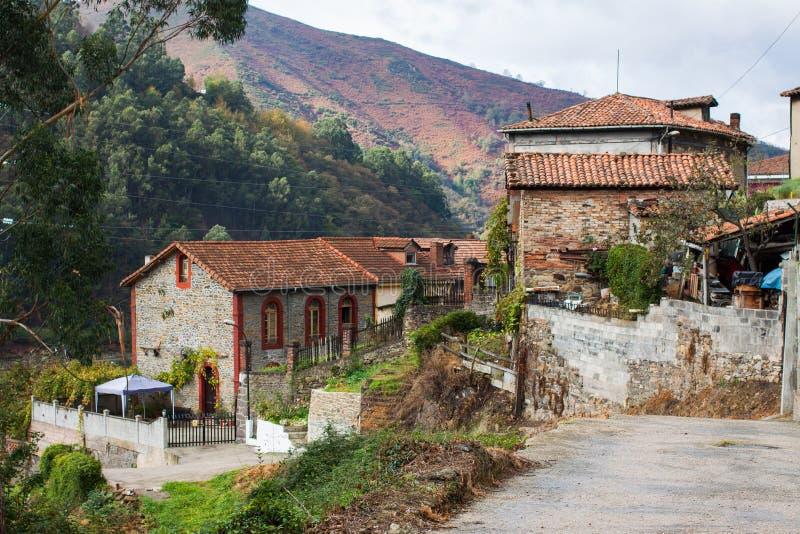 Casas de piedra típicas en el La Rebollada, Asturias imagen de archivo