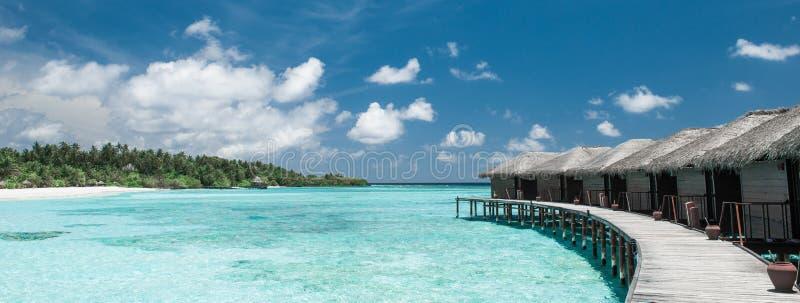 Casas de planta baja del agua en los Maldivas imágenes de archivo libres de regalías