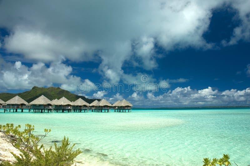 Casas de planta baja Tahití de Overwater imágenes de archivo libres de regalías