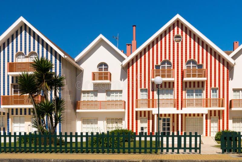 Casas de playa rayadas coloridas fotos de archivo libres de regalías
