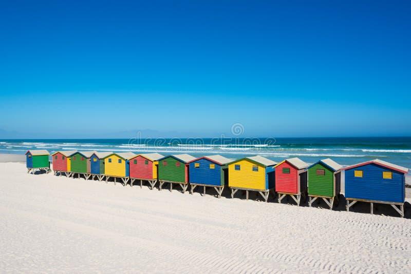 Casas de praia coloridas em Cape Town foto de stock