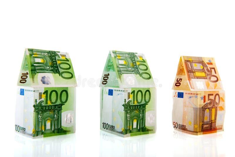 Casas del dinero en una fila imagenes de archivo