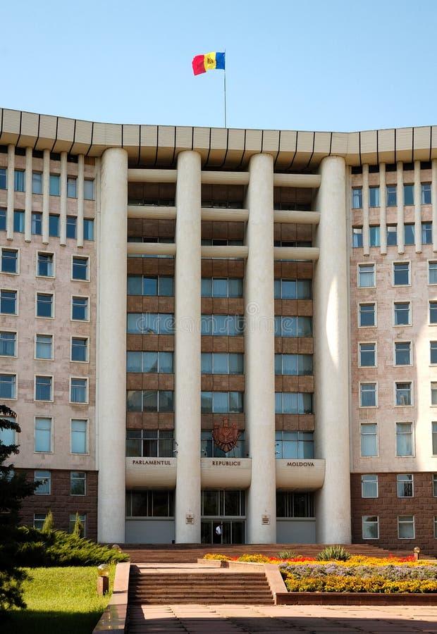 Casas del parlamento en Chisinau, Moldova imagen de archivo