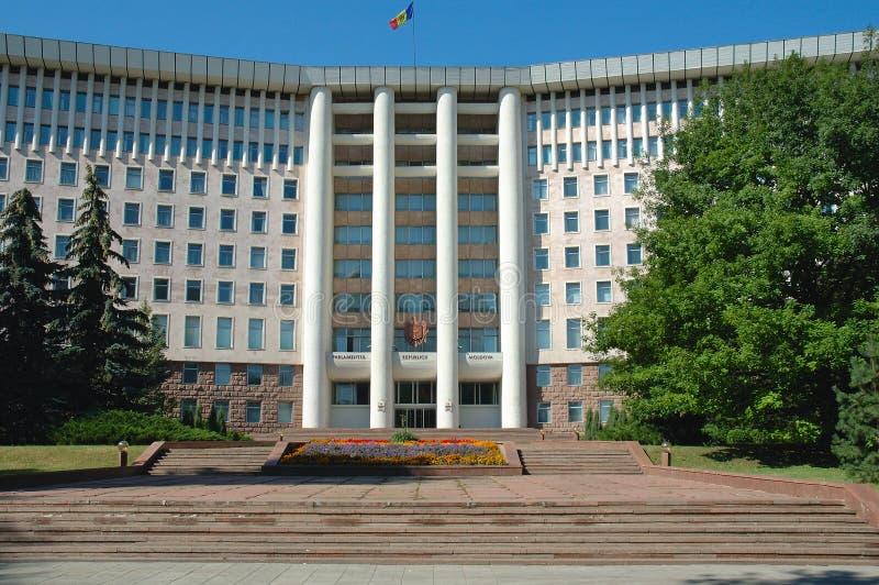 Casas del parlamento en Chisinau, Moldova foto de archivo libre de regalías