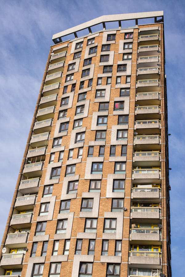 Casas do Conselho em um arranha-céus grande em Londres foto de stock royalty free