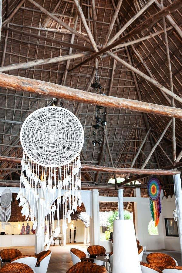 Casas do feriado com as palmeiras nos trópicos País morno para t fotos de stock royalty free