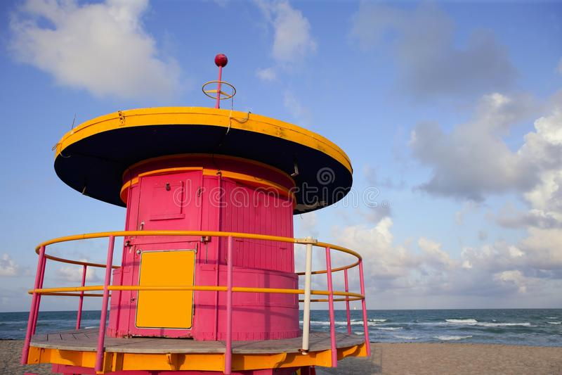 Casas do Lifeguard em Miami Beach imagem de stock royalty free