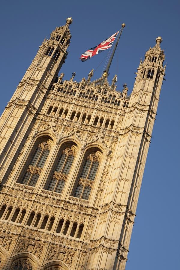 Casas Do Parlamento Com A Bandeira De Union Jack, Londres Imagem de ...