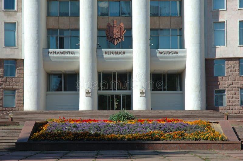 Casas do parlamento em Chisinau, Moldova imagens de stock