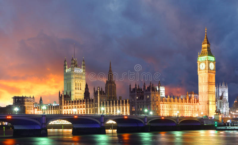 Casas do parlamento na noite, Londres, Reino Unido foto de stock royalty free