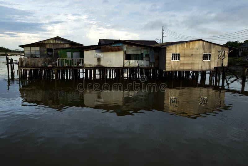 Casas do pernas de pau no Kampong Ayer foto de stock
