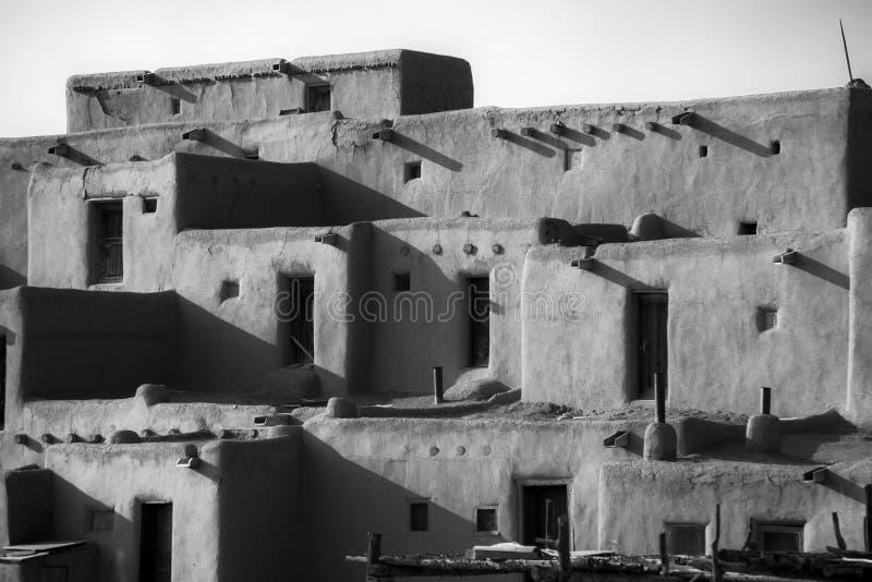 Casas do povoado indígeno de Taos fotografia de stock
