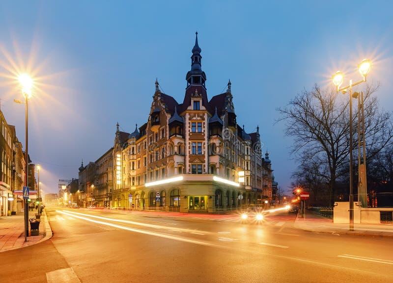 Casas do vintage na rua em Gliwice, Polônia fotos de stock royalty free
