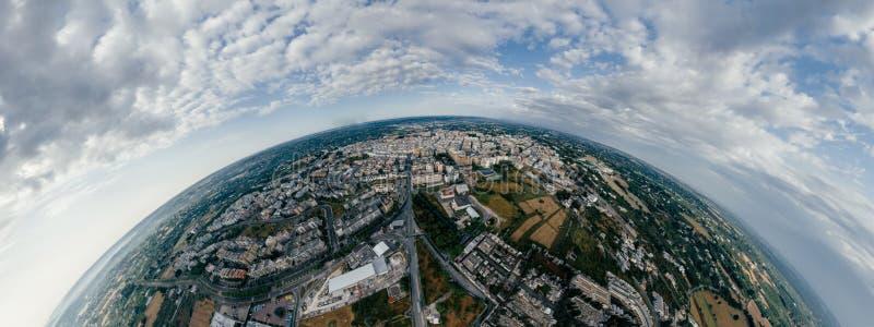 Casas e estradas da cidade de Putignano Apulia na foto do vr do zangão 360 de Itália imagem de stock royalty free