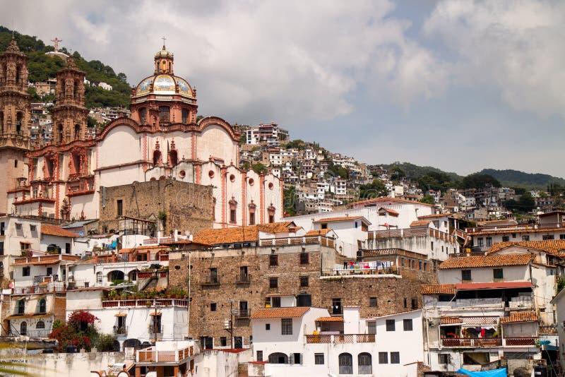 Casas e igreja de Taxco imagens de stock
