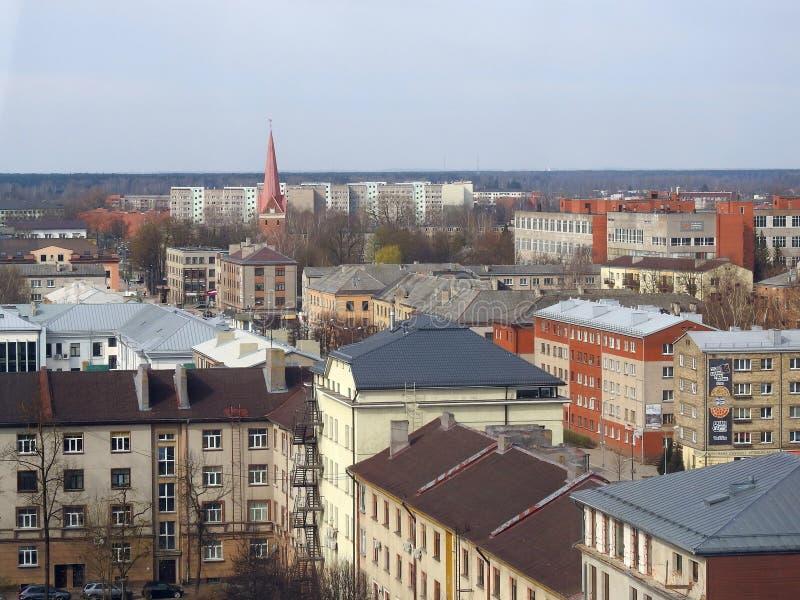 Casas e igreja velhas em Jelgava, Let?nia imagem de stock royalty free