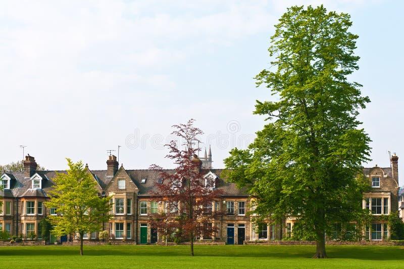 Casas e parque do Victorian imagens de stock royalty free