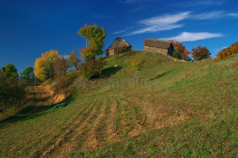 Casas e prados da montanha imagem de stock royalty free