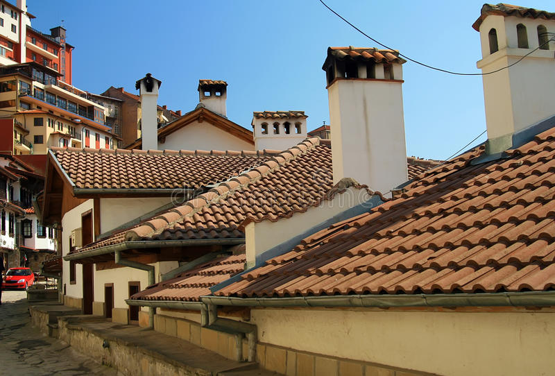 Casas e telhados velhos com telhas cerâmicas imagens de stock royalty free
