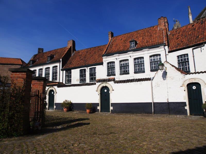 Casas em Beguinage em Bélgica imagens de stock