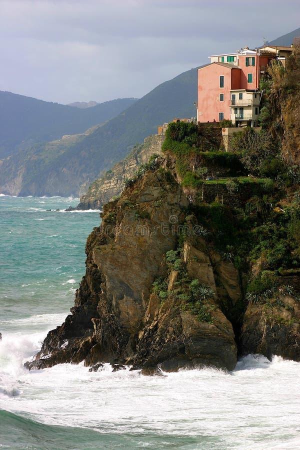 Casas em Cinque Terre no penhasco foto de stock