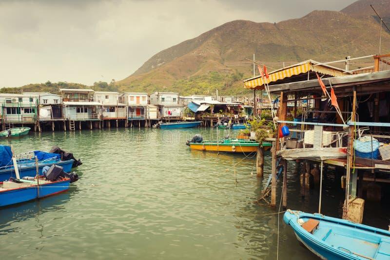 Casas em pernas de pau na aldeia piscatória TAI O, Hong Kong foto de stock