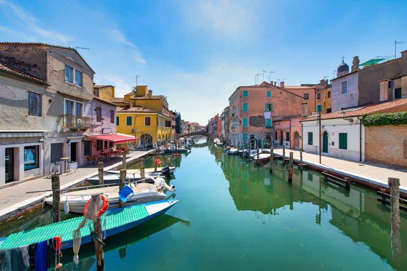 Casas em um canal em Chioggia em Itália fotografia de stock royalty free