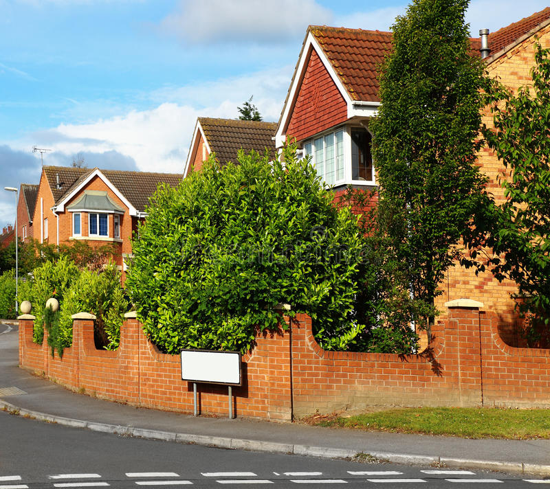 Casas em uma rua inglesa imagens de stock royalty free