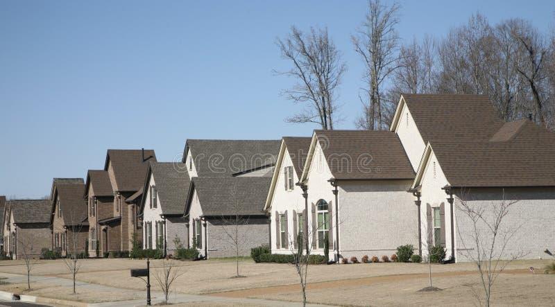 Casas em uma vizinhança afluente fotografia de stock