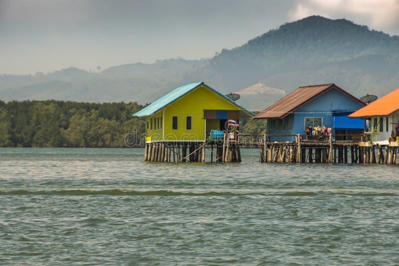 Casas empleadas la bahía de los palafitos de Phang Nga Tailandia imágenes de archivo libres de regalías