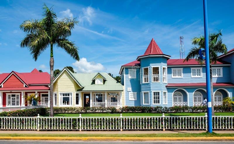 Casas en colores pastel hermosas en Samana fotografía de archivo libre de regalías