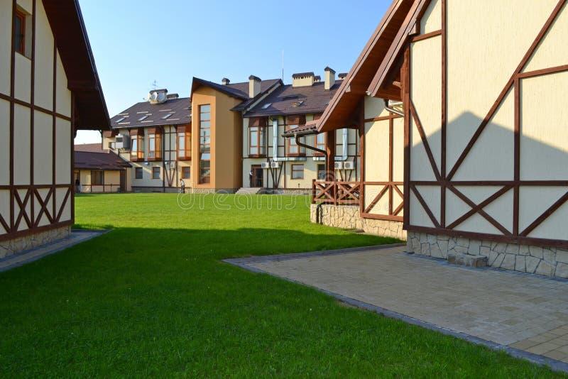Casas en el estilo suizo imágenes de archivo libres de regalías