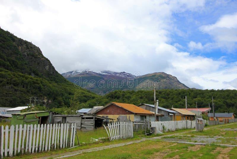 Casas en el ` Higgins, Carretera austral, Chile del chalet O foto de archivo libre de regalías