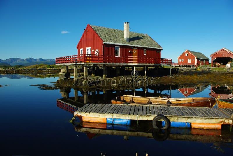 Casas en el mar imagenes de archivo