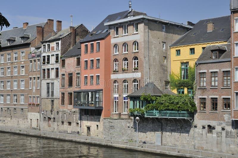 Casas en el río del sambre, Namur imagenes de archivo