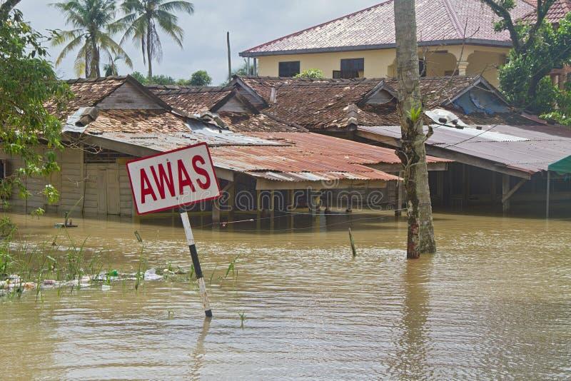 Casas en la inundación fotografía de archivo