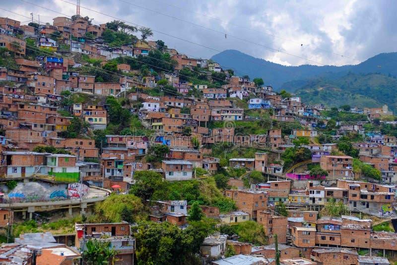 Casas en las colinas de Comuna 13, Medellin foto de archivo libre de regalías