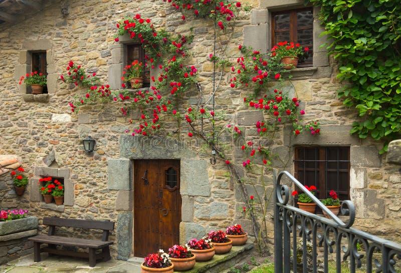 Casas en pueblo catalan rupit i pruit foto de archivo - Casa rural en rupit i pruit ...