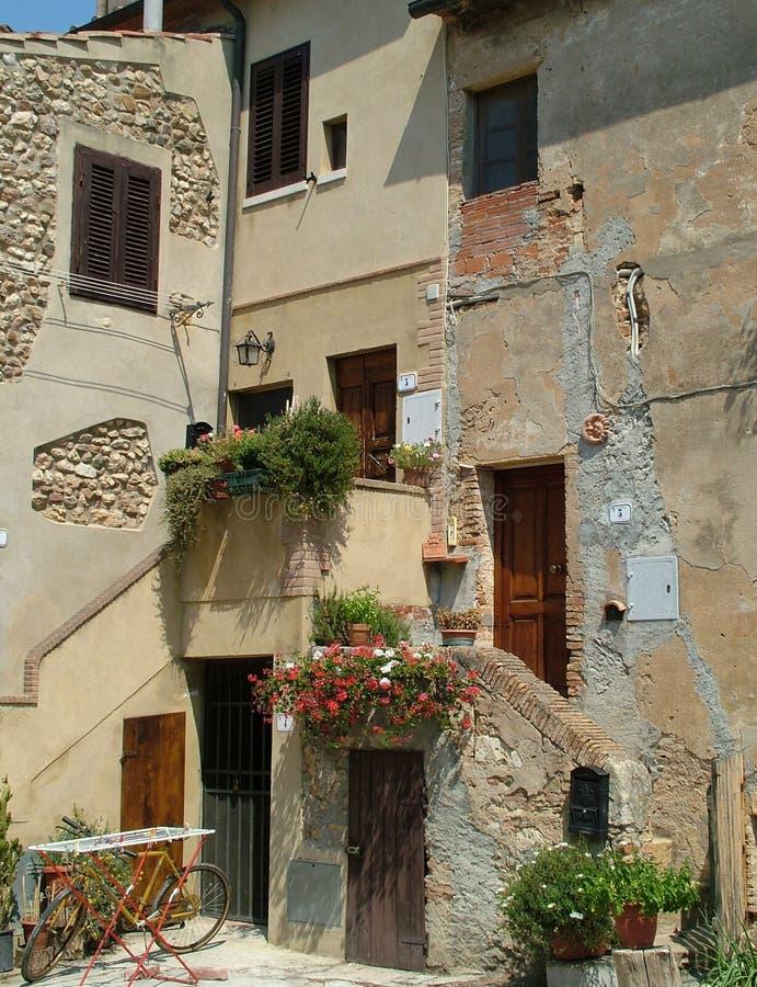 Casas en Toscana imagen de archivo. Imagen de día, toscano - 2073277