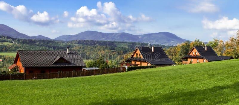 Casas en una colina fotos de archivo libres de regalías