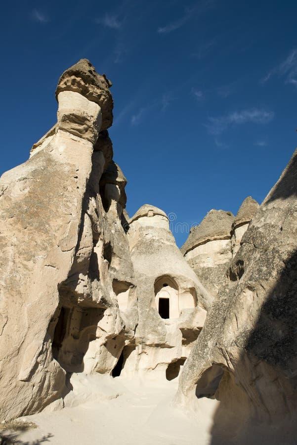 Casas feericamente da chaminé, curso a Cappadocia, Turquia fotos de stock royalty free