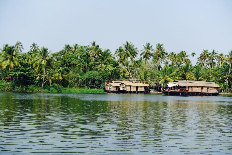 Casas flotantes en Allepey, Kerala foto de archivo libre de regalías
