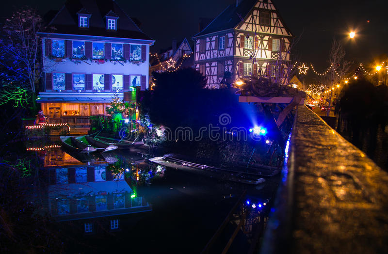 Casas francesas tradicionais de Colmar no tempo do Natal fotos de stock royalty free