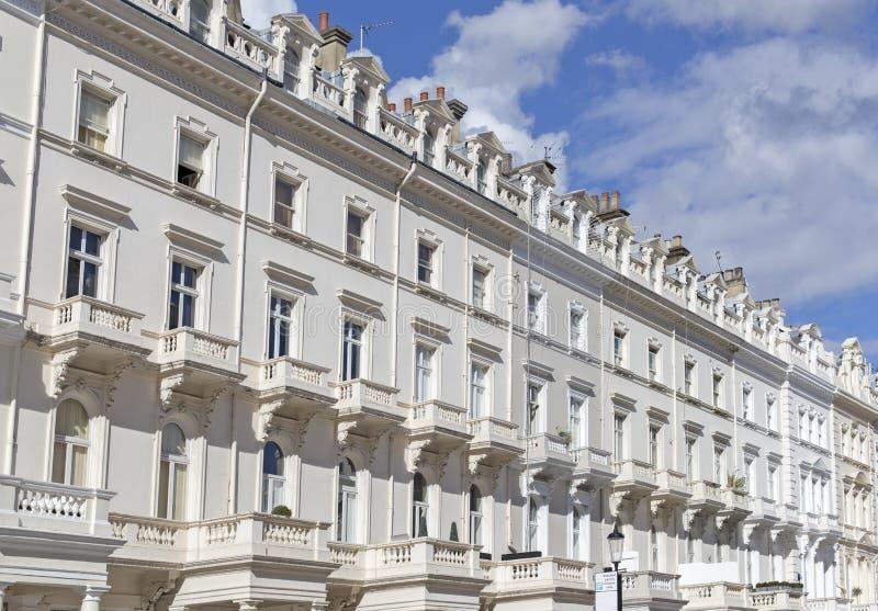 Casas Georgian da parte dianteira do estuque em Londres fotografia de stock
