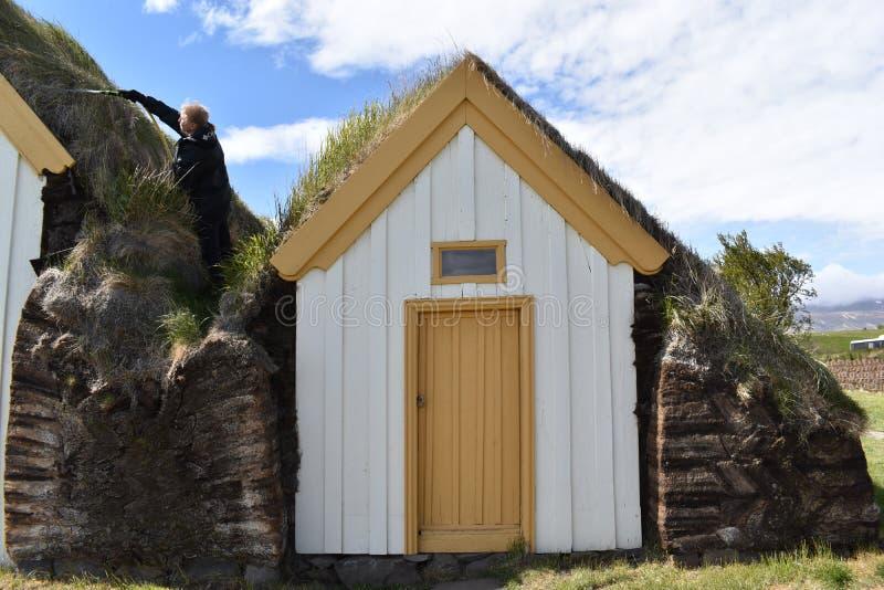 casas Grama-cobertas em Glaumbaer em Islândia foto de stock royalty free