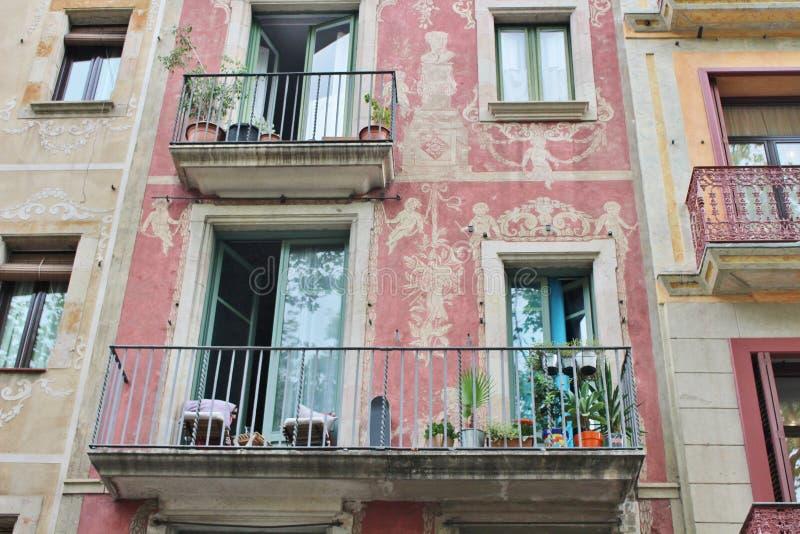 Casas hermosas en el Las Ramblas, Barcelona fotografía de archivo