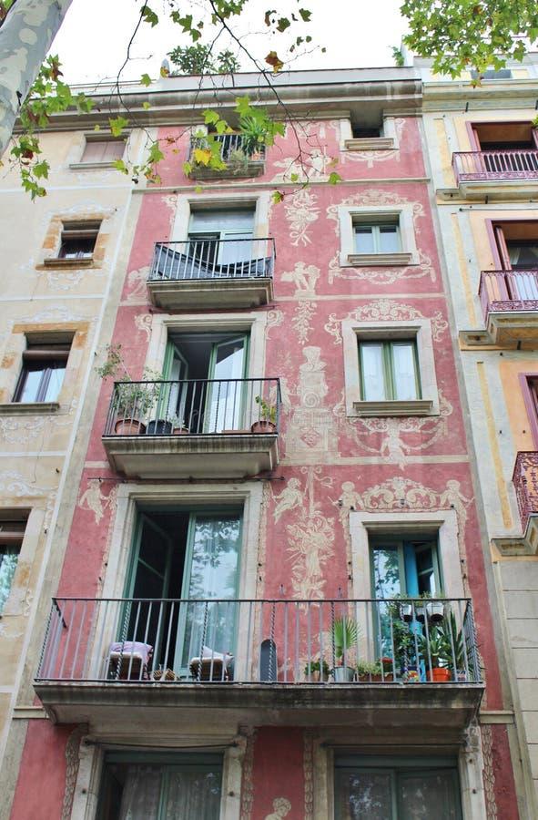 Casas hermosas en el Las Ramblas, Barcelona foto de archivo libre de regalías