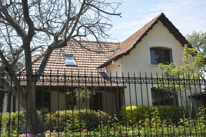 Casas hermosas en santiago chile foto de archivo imagen for Casas en chile santiago