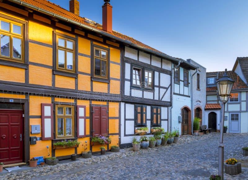 Casas históricas em Muenzenberg, Quedlinburg, Alemanha foto de stock