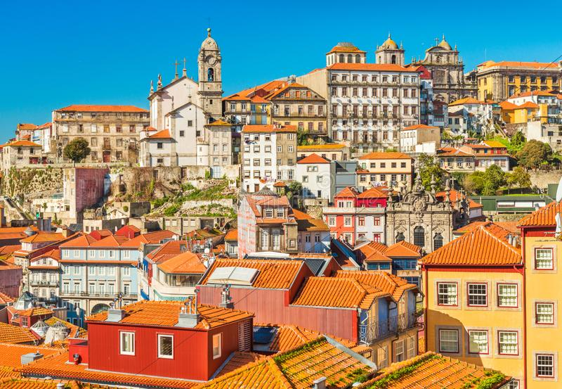 Casas históricas viejas en el centro de Oporto, Portugal Paisaje urbano de la ciudad portuguesa famosa foto de archivo libre de regalías